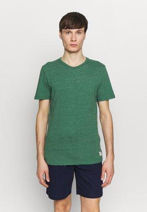 JORWINSTON TEE CREW NECK - Basic T-shirt - fir