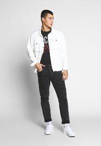 Jack & Jones - T-shirt z nadrukiem - black - 1