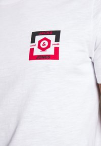 Jack & Jones - JCOSTRONG TEE CREW NECK - Print T-shirt - white - 4