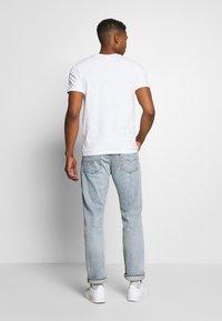 Jack & Jones - JCOSTRONG TEE CREW NECK - Print T-shirt - white - 2