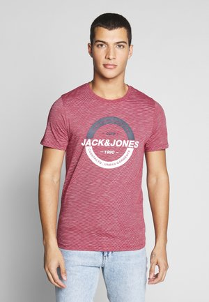 JCOSTRONG TEE CREW NECK - Print T-shirt - rio red