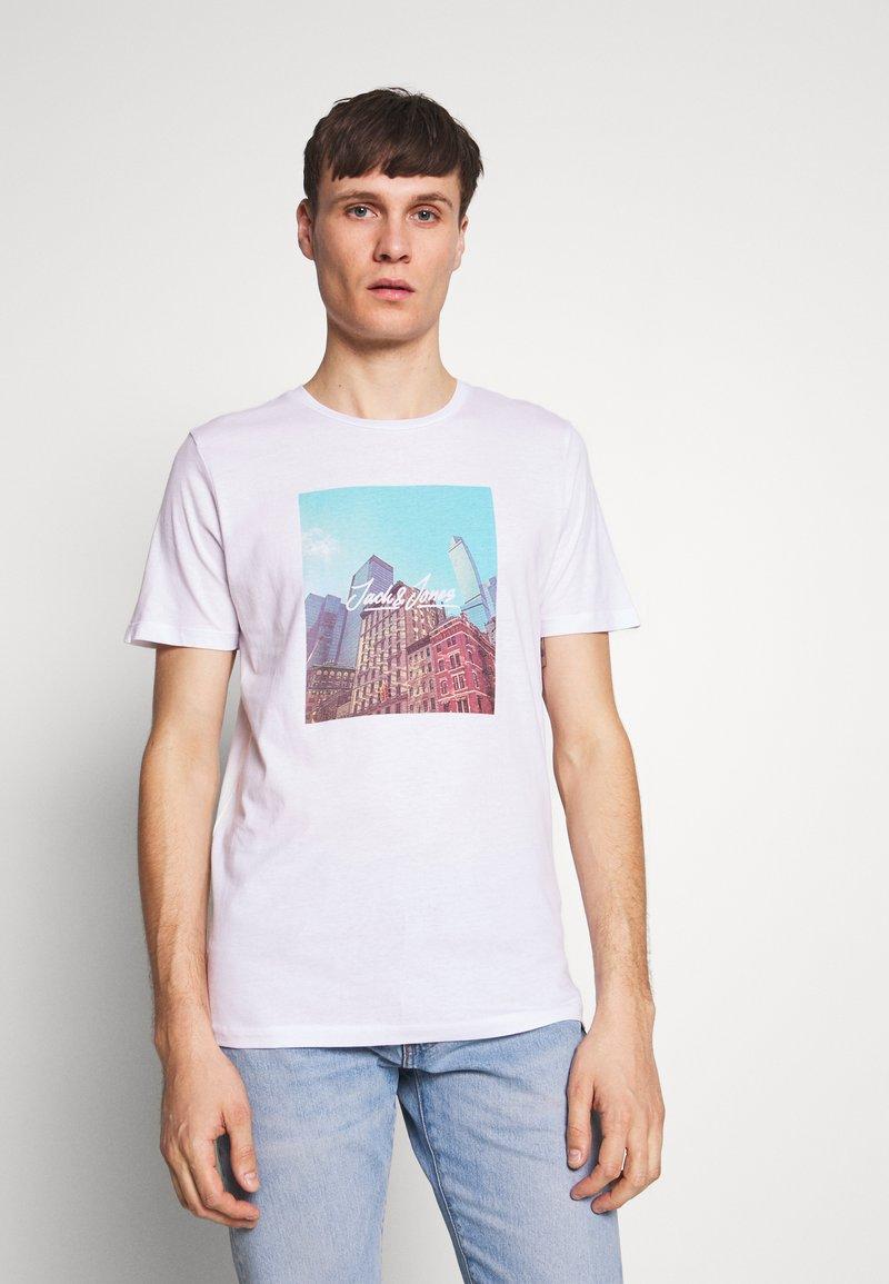 Jack & Jones - JORCAFE TEE CREW NECK SLIM FIT - Print T-shirt - white