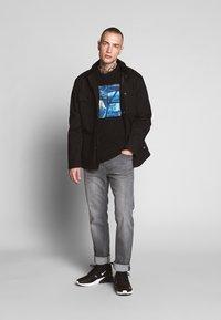 Jack & Jones - JCOPOP TEE SS  CREW NECK - T-Shirt print - black - 1