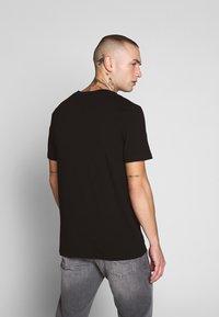 Jack & Jones - JCOPOP TEE SS  CREW NECK - T-Shirt print - black - 2