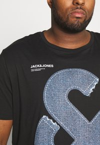 Jack & Jones - JCOTUTAN TEE CREW NECK  - Printtipaita - black - 4
