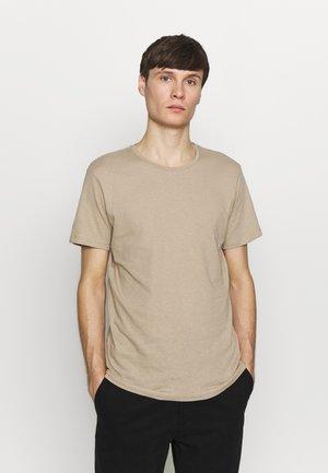 JJELINEN BASIC TEE SS CREW NECK STS - T-shirts basic - crockery