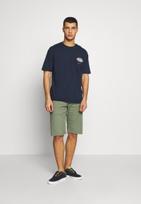 Jack & Jones - JORLOGGS TEE CREW NECK  - T-Shirt print - navy blazer - 1