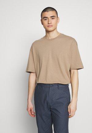 JCOALEX TEE CREW NECK - Basic T-shirt - dune