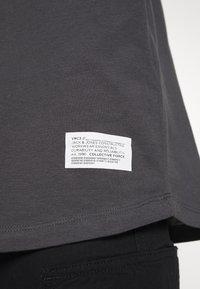 Jack & Jones - JCOALEX TEE CREW NECK - Basic T-shirt - asphalt - 5