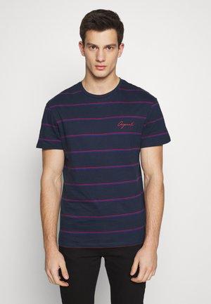 JORSTRIKE TEE CREW NECK - T-Shirt print - navy blazer