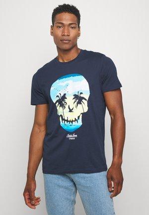 JORSKULL ISLAND TEE CREW NECK - Print T-shirt - navy blazer