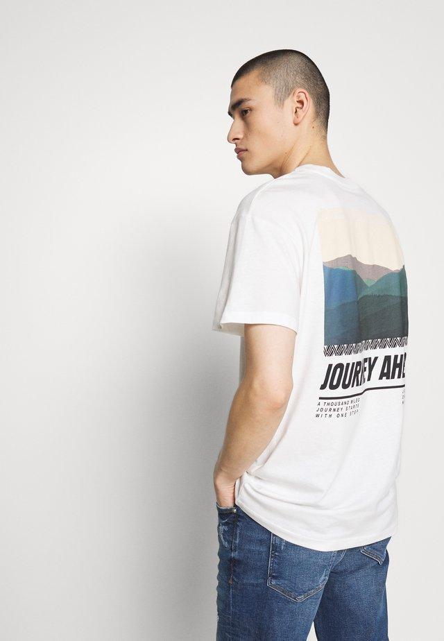JORSUNS TEE CREW NECK - T-shirt con stampa - cloud dancer