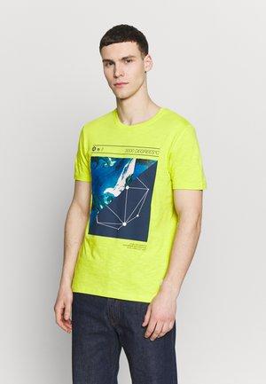 JCOPAX TEE CREW NECK SLIM FIT - T-shirt con stampa - sulphur spring