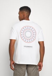 Jack & Jones - JORCASABLANCA - Print T-shirt - white - 2