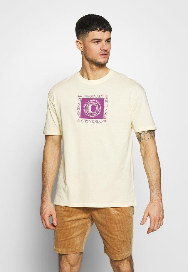 JOROAHU TEE CREW NECK - Camiseta estampada - flan