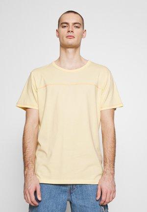 JORREMI TEE CREW NECK - Basic T-shirt - flan