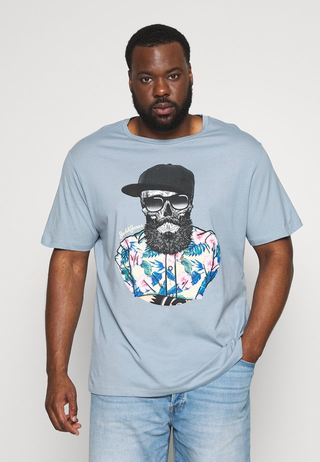 JORRICKY TEE CREW NECK - Print T-shirt - ashley blue