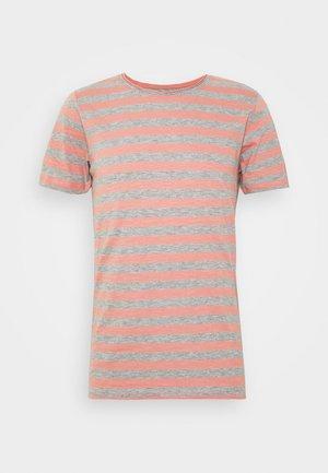 JORMILO TEE CREW NECK - T-shirt imprimé - rosette