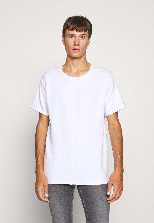 JCOOTTO TEE CREW NECK - Jednoduché triko - white