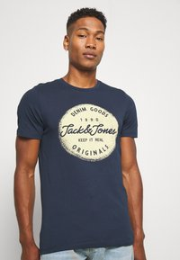 Jack & Jones - JORTORINO TEE CREW NECK - T-shirt print - navy blazer - 3