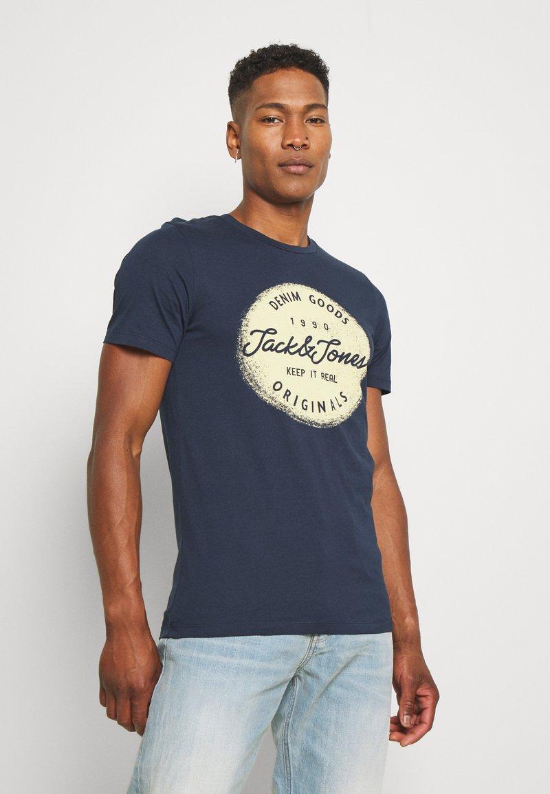 Jack & Jones - JORTORINO TEE CREW NECK - T-shirt print - navy blazer