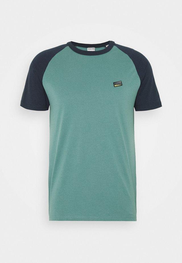 JCOBORIS - Print T-shirt - north atlantic