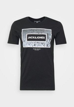 JCOTUNEL TEE SS CREW NECK - T-shirt print - black