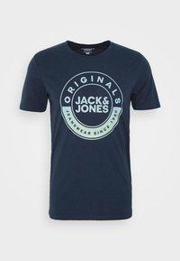 Jack & Jones - JORCRUISE TEE CREW NECK - T-shirt imprimé - navy blazer - 4