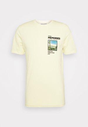JORPHOTO FASTER TEE CREW NECK - Print T-shirt - flan