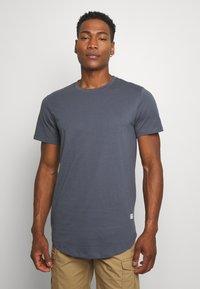 Jack & Jones - JJENOA TEE CREW NECK 5 PACK - T-shirts - crockery/ombr/hawaiia/fade/dusty - 3