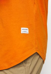 Jack & Jones - JJENOA TEE CREW NECK 5 PACK - T-shirts - crockery/ombr/hawaiia/fade/dusty - 12