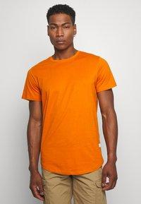 Jack & Jones - JJENOA TEE CREW NECK 5 PACK - T-shirts - crockery/ombr/hawaiia/fade/dusty - 1