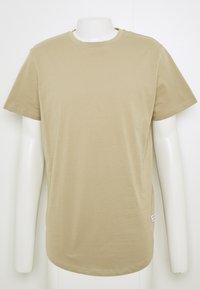 Jack & Jones - JJENOA TEE CREW NECK 5 PACK - T-shirts - crockery/ombr/hawaiia/fade/dusty - 10