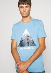 Jack & Jones - JCOSPLATTER TEE CREW NECK - Print T-shirt - dusk blue - 4