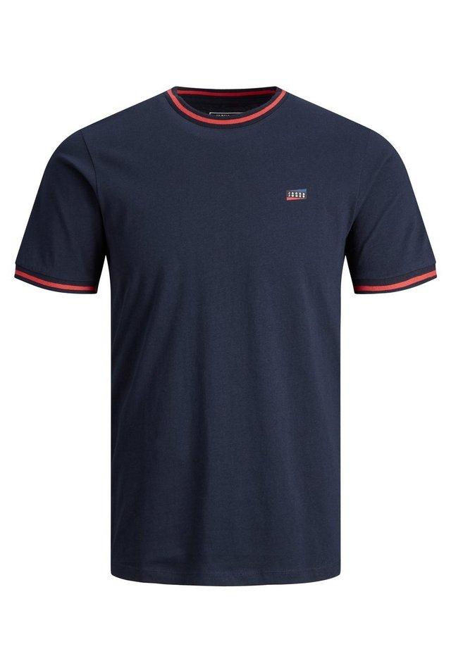 T-shirts print - sky captain