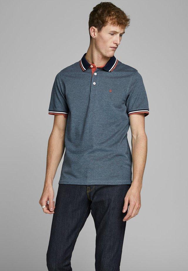 JJEPAULOS NOOS - Polo shirt - denim blue