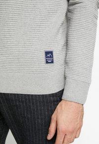Jack & Jones - JORBRIT CREW NECK - Sweter - light grey melange - 3