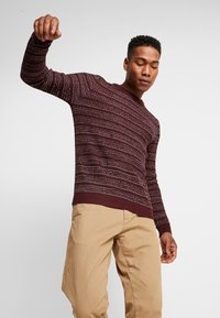 Jack & Jones - JORFLOW CREW NECK - Neule - port royale/stripe - 3