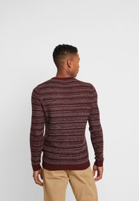 Jack & Jones - JORFLOW CREW NECK - Neule - port royale/stripe - 2