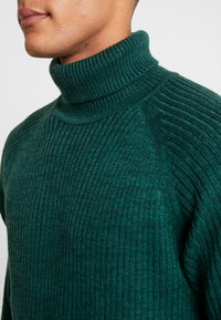Jack & Jones - JORERIC ROLL NECK - Trui - sea moss - 4