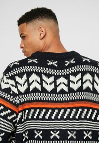 Jack & Jones - JORWINTER CREW NECK  - Jumper - tap shoe - 6