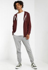 Jack & Jones - JJEHOLMEN - Sweatjacke - port royale - 1