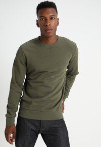 Jack & Jones - JJEHOLMEN CREW NECK - Sweatshirt - olive night - 0