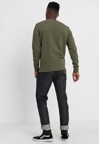 Jack & Jones - JJEHOLMEN CREW NECK - Sweatshirt - olive night - 2
