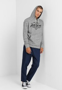 Jack & Jones - JEPANTHER - Mikina s kapucí - light grey melange - 1