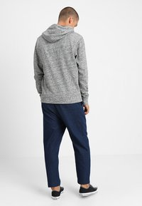 Jack & Jones - JEPANTHER - Mikina s kapucí - light grey melange - 2