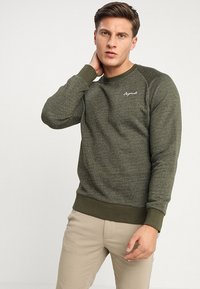 Jack & Jones - JORHIDE CREW NECK - Bluza - forest night - 0