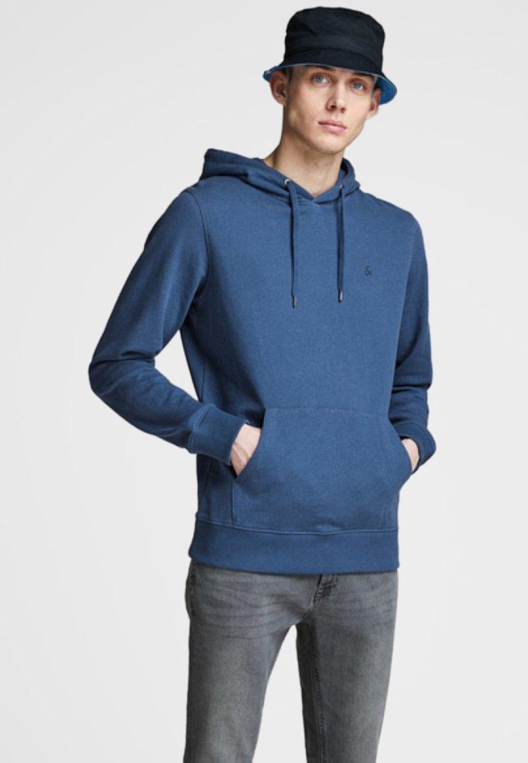 Jack & Jones - SCHLICHTER - Jersey con capucha - light blue