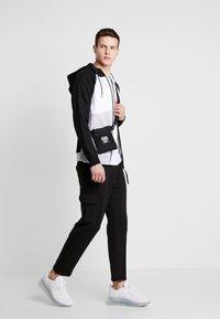 Jack & Jones - JCOTAKE ZIP HOOD - veste en sweat zippée - white - 1