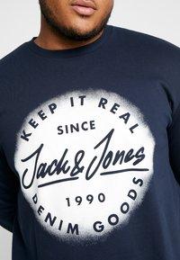 Jack & Jones - JORSPRAYED CREW NECK - Collegepaita - navy blazer - 5